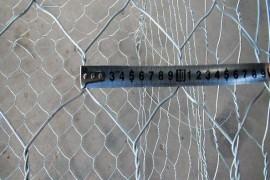 双股扭曲并且表面镀锌+喷塑的石笼网