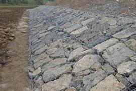 石笼网是一种十分轻巧、使用方便的产品